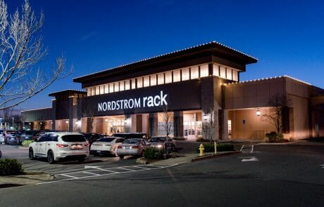 Located along Highway 217 in Beaverton, Cascade Plaza Shopping Center is at the epicenter of the retail market in Oregon.