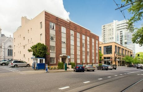 Located near the Portland State University campus, the Ongford Apartments offers views of the city in an Art Deco building with vintage details.