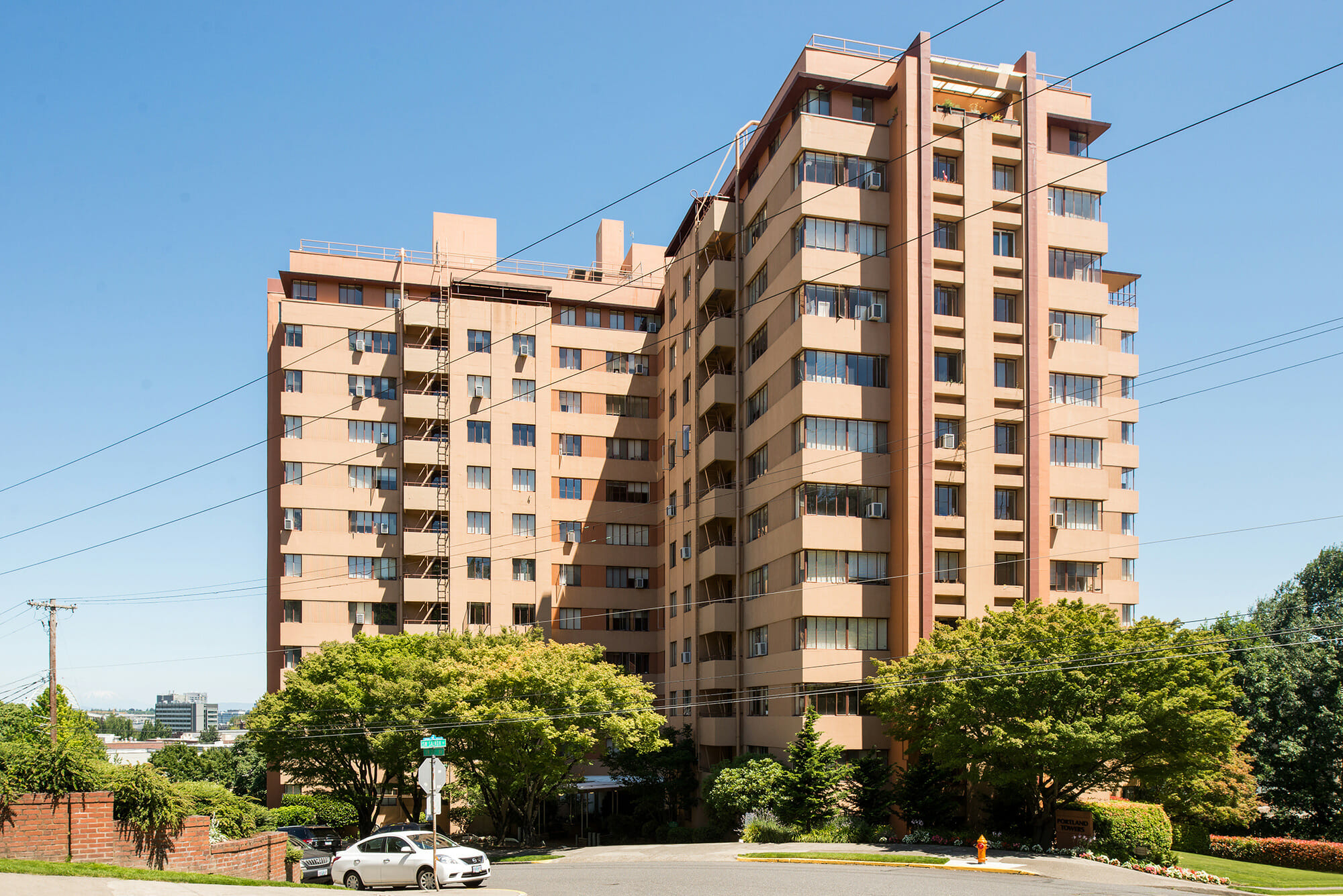 Located in Goose Hollow, Portland Towers offers apartments with views of the city and close proximity to Downtown, the Pearl District, and 23rd Avenue.